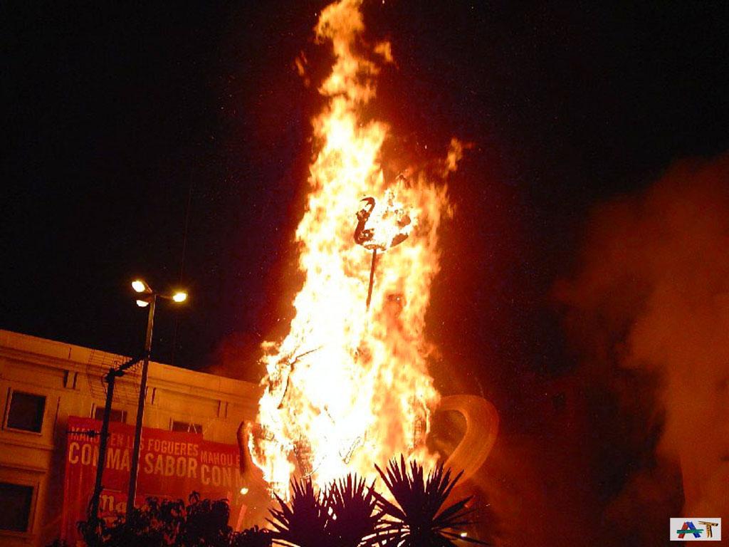 Tres hogueras quemadas antes del 24 con flechas de fuego